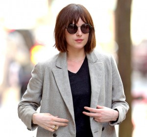 1429189786_dakota-johnson-bob-zoom