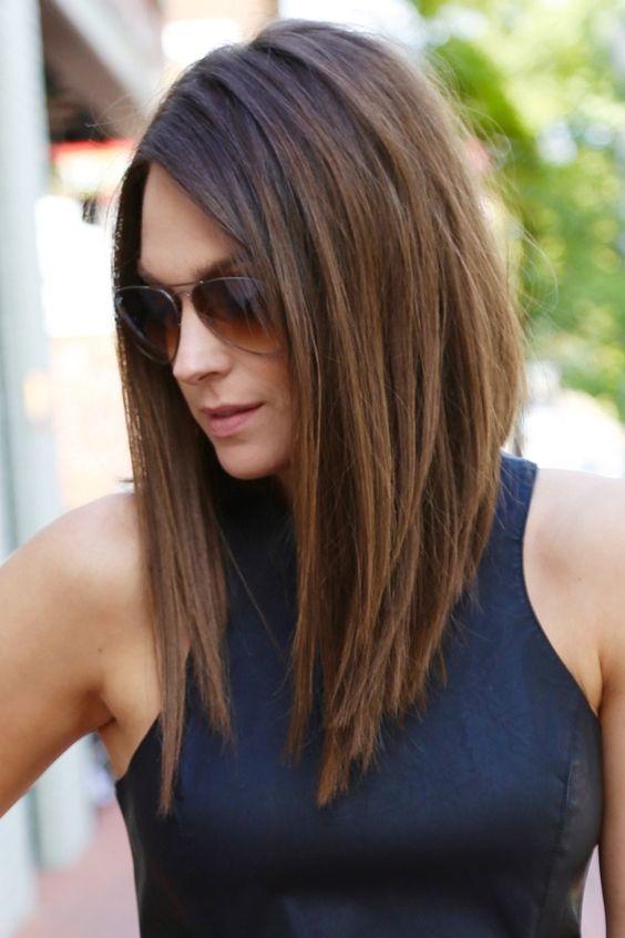 Стрижка боб на средние волосы без челки