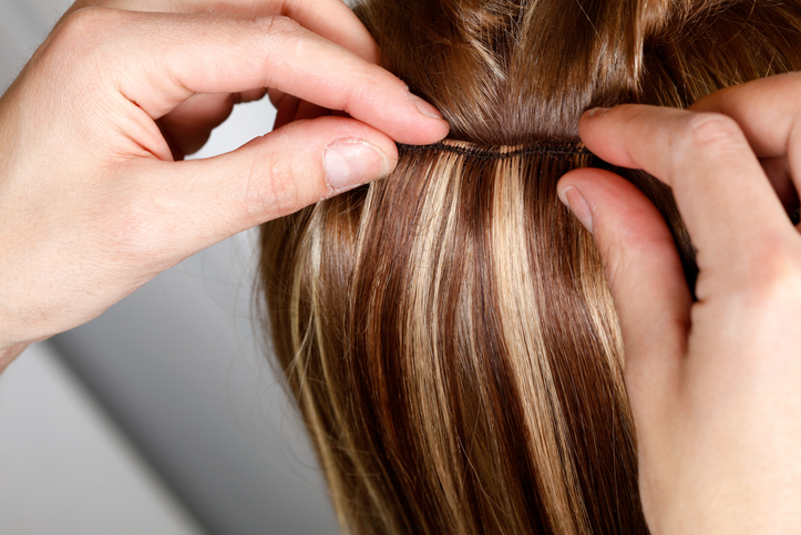 everyday hairstyles that can cause hair loss: clip in extensions
