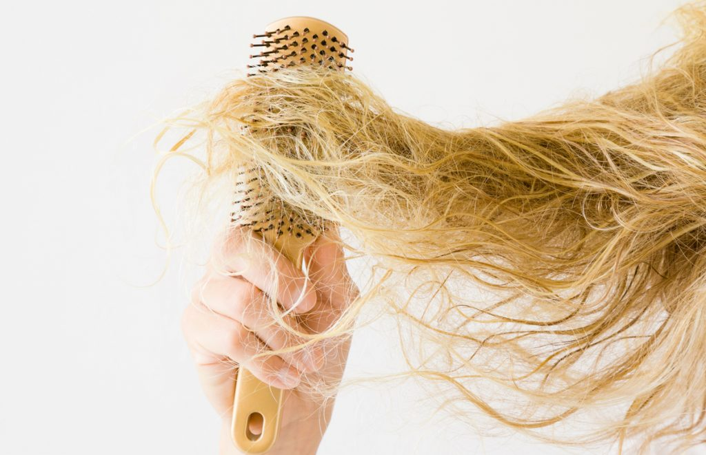 bleached damaged hair brush tangled closeup avoiding bleach damaged hair toppik hair blog
