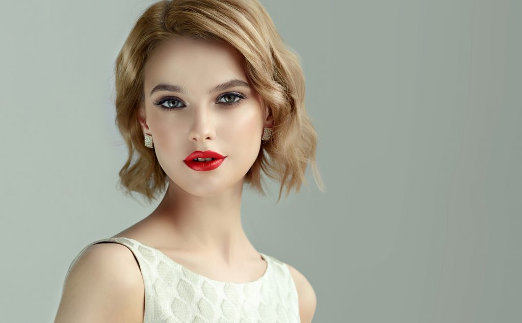 woman blonde short wavy hair red lipstick layered bob best short haircuts for women toppik hair blog