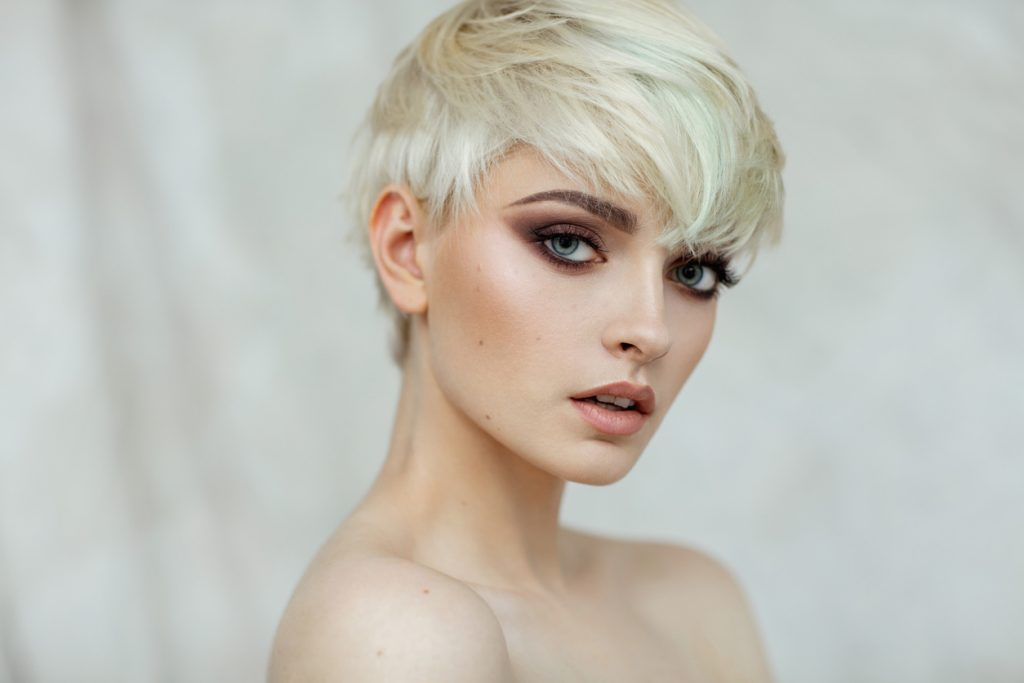 platinum blonde woman pixie haircut best summer haircuts for warm weather toppik hair blog