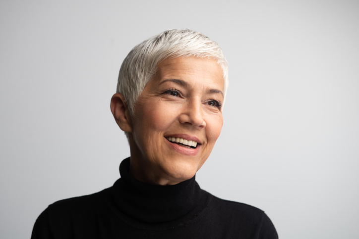 how to grow out dyed hair to gray