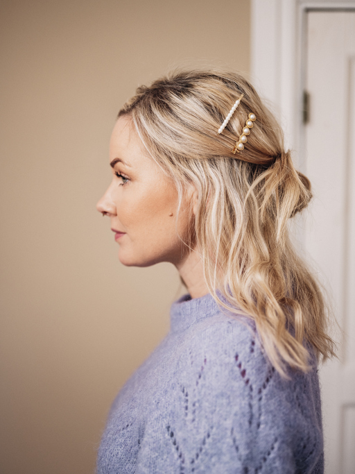 Updos for Thin Hair: Half Knot